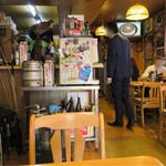 大阪屋食堂 - ご覧のように注文して選んで空いてる席に座るのがいいかと