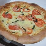 カリフォルニア・ピザ・キッチン - ファイブチーズ+フレッシュトマト