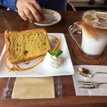 花カフェきゃろっと - お野菜シフォン450円 カフェラテアイス500