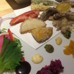 カウンターお野菜天ぷら mego - 角度を変えて