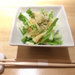 カウンターお野菜天ぷら mego - 白菜サラダ