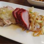60235042 - 前菜盛り合わせ 蒸し鶏の冷菜 自家製チャーシュー クラゲの和え物