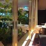 オーグードゥジュール メルヴェイユ 博多 - 窓の向こうにはグリーンが見えます