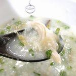 粥餐庁  - 粥餐庁のおかゆの中の具は意外と大きく、鶏肉もデカウマ!