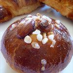 6024221 - ヌガーとナッツのパン