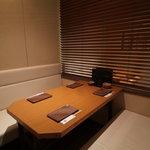 やきとり 宮川 - 人気のボックス席