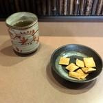 60240458 - 蕎麦茶と蕎麦あられ