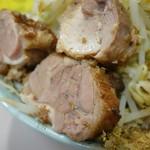 立川マシマシ - チャーシュー(豚モモですかね)