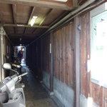 祇園 なん波 - 祇園ホテルの道向かいの、路地を入って行きます