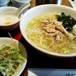 中華居酒屋 彩味園 - (2010年12月追加)「鶏肉細切りタンメン+半チャーハン」850円也。税込。