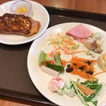 60250962 - モーニングビュッフェ(外来¥2,500) サラダ・フレンチトースト盛り付け例