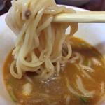 典代婁 - 麺はシンプルな中華麺