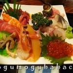 60254170 - 海鮮丼具の大盛り                       ごはん別盛り