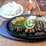 炭火焼ハンバーガー&ステーキ チェリーズ - シカゴフラップステーキ 300g2600円 (税込) 15時までのランチタイムはご飯は無料&おかわり自由。