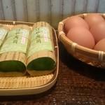 60255122 - カウンター席上の『早寿司』と『茹で卵』。