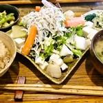 60255849 - おとうふとしらすの有機野菜たっぷりサラダ 800円