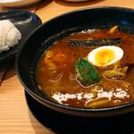 スープカレー専門店 モンキー スパイス - 自家製ハンバーグ・スープの色が濃い〜