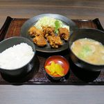 山の猿 - 若鶏唐揚げ・豚汁定食(681円)