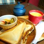 カフェ アンダンテ - 料理写真:ホットサンドのセット