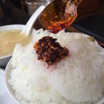 アジア料理 菜心 - ごはんに辣油をかけてみる