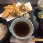 天市 - 母親の注文した天ぷら御膳。
