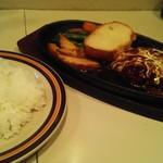 キッチンぶるどっく - 煮込みハンバーグ800円/半ライス150円