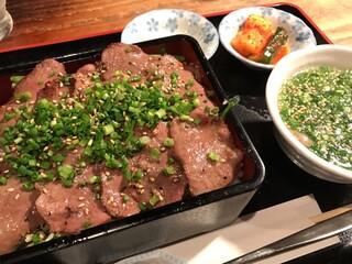 昇家 泉店 - 塩タン重&テールスープ