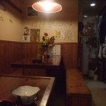狸の焼鳥 - 店内テーブル席