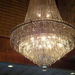 ガーデンレストラン徳川園 - バカラの巨大なシャンデリア