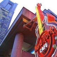 ハードロックカフェ - 巨大なネオンギター看板
