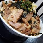 自家製太麺 ドカ盛 マッチョ - まぜそば中野菜ましまし豚トリプル