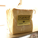 ヤママン - 特製食パン「ゴールデンキング」生クリームを生地に練りこんであります。トーストバターで美味しい