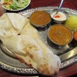 Asian Kitchen Sapana - チキンカレー、豆カレー、タンドリーチキン、ナン、デザート