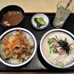 60275147 - ミニ丼セット A + A 970円。鮪山芋丼 と ビビンバ丼 です。