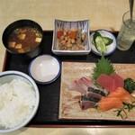 60275150 - お刺身定食 860円(税込)。