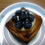 ベッカライ徳多朗 - チーズクリームの入ったデニッシュ