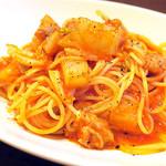 ラ ヴィゴーリア - 生ソーセージと白菜のトマトソーススパゲティ(^_^)b