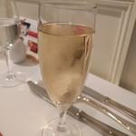 60279530 - モエシャンドン1200円                       昼のシャンパンはたまらんですw