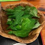 田そば  - フーチバー(よもぎ)は春菊のように浸して食べる