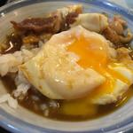 60283356 - 丸長・半熟になった卵をごはんにのせ、スープをじゃぶじゃぶにして食べる。