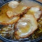 江戸一 - 黒豚鶏ラーメン、チャーシュー、煮玉子トッピングにしてみました。