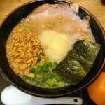 まえ田 - 料理写真:ラーメン+チャーシュー飯800円+にんにくトッピング150円