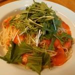 坂の上レストラン - 水菜とサーモンのアーリオオーリオ