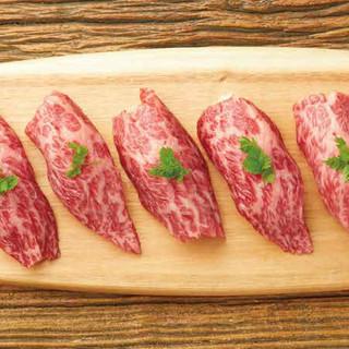 炙る事で美味しさを最大限に引き出した【特選和牛の炙り寿司】