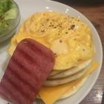 60290258 - モッツァレラチーズのとろけるオムレツパンケーキ
