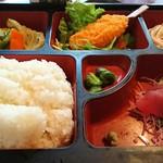 寿司居酒屋 七福 - ランチの日替り弁当『ご飯大盛り(無料)』