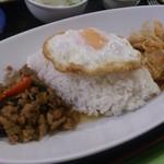 タイコウ - ・鶏肉バジル炒め&鶏肉レッドカレー2品盛合せ