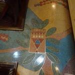 古城 - 素敵な床、全て天然石だと思うのですが、見事です。