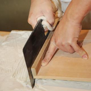 【手打ちにこだわり】北海道産そば粉の十割蕎麦