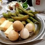 60297861 - うずら、枝豆、チーズの燻製